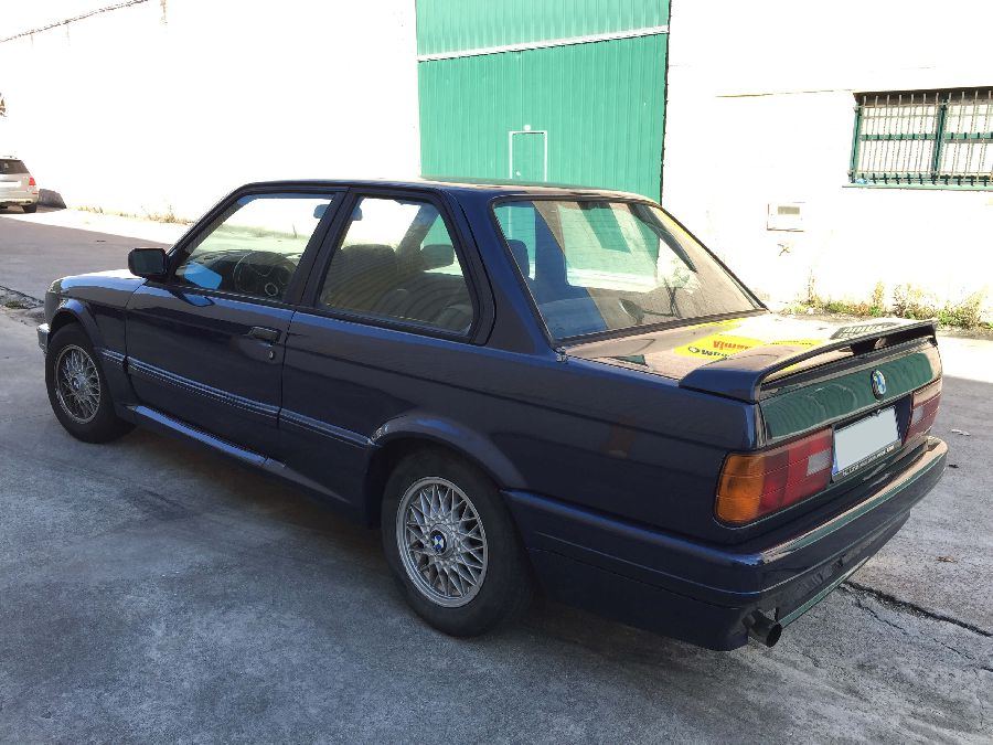 BMW-318-IS-Coupe-1990-5