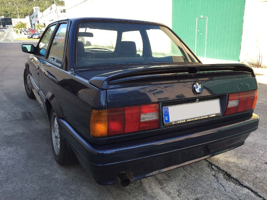 BMW-318-IS-Coupe-1990-6